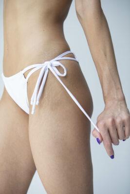 Bikinihose mit doppelter Schnürung weiß